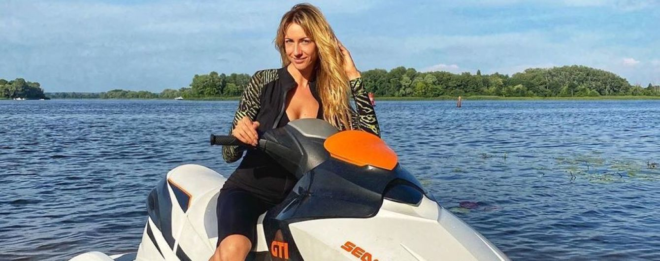 Оседлала гидроцикл: Леся Никитюк показала, как провела уикенд