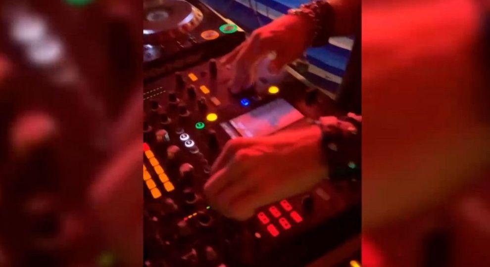 Видео парень в ночном клубе ночной клуб для дня рождения спб