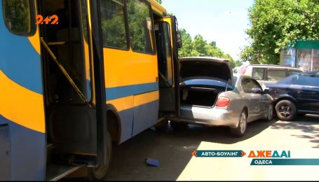 В Одесі маршрутка з пасажирами влетіла в автомобілі