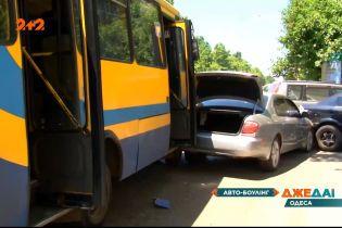 В Одессе маршрутка с пассажирами влетела в автомобили