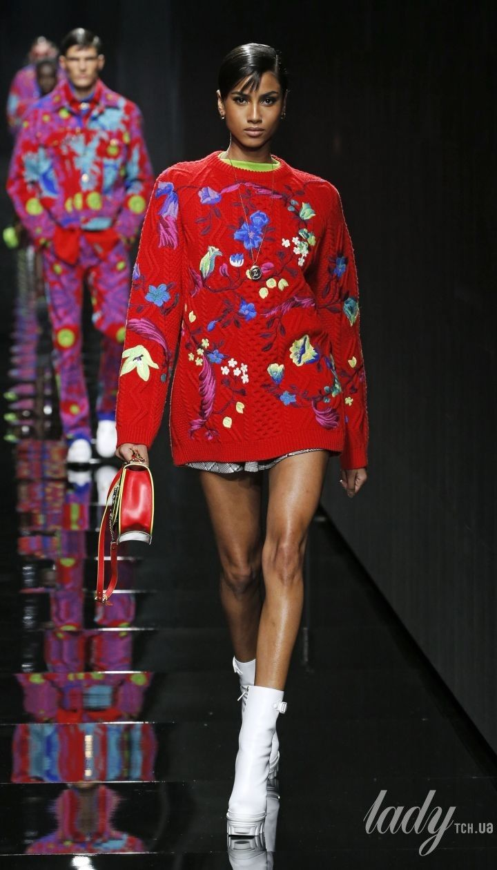 Коллекция Versace прет-а-порте сезона осень-зима 2020-2021 @ East News