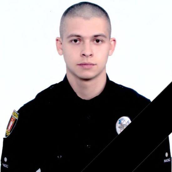У Луцьку помер поліцейський, який влетів в електроопору на службовому авто