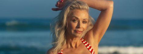 В образі з 40-х: 56-річна модель Кеті Джейкобс позувала на пляжі в пін ап купальнику