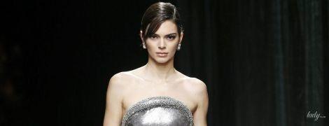 Коллекция Versace сезона осень-зима 2020-2021: экстремальное мини и яркие принты