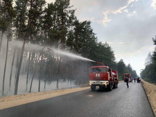 Масштабна пожежа в Луганській області: літаки з водою не летять, бо бойовики не гарантують введення режиму тиші
