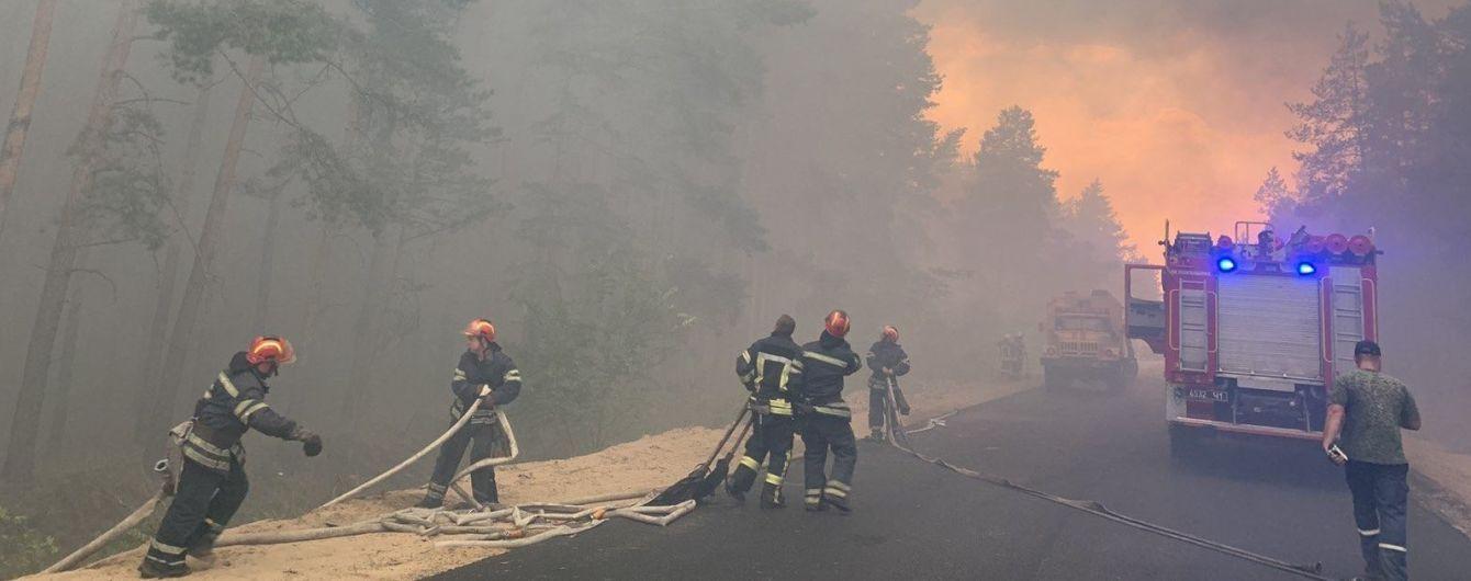 У Луганській області спалахнула масштабна лісова пожежа: мешканців двох селищ евакуюють