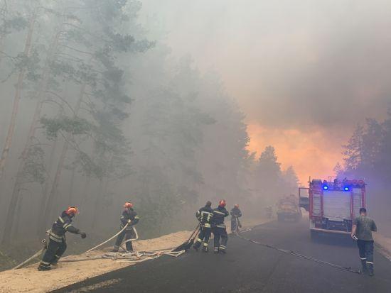 Обстріл бойовиків: у поліції назвали ще одну ймовірну причину масштабної пожежі у Луганській області