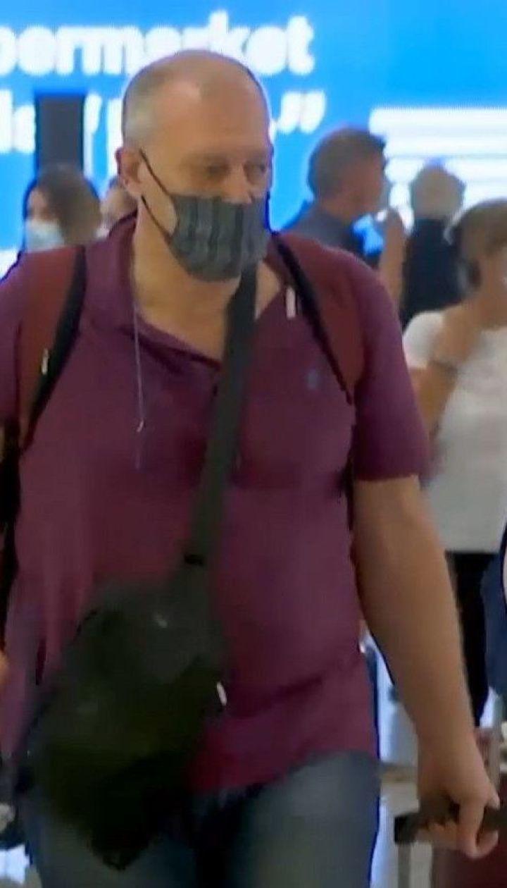 Українцям, які повернуться з Греції, не ставитимуть позначок про депортацію