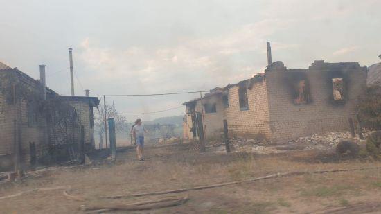 П'ятеро загиблих, майже 30 травмованих та 150 знищених будівель: що відомо про пожежу в Луганській області