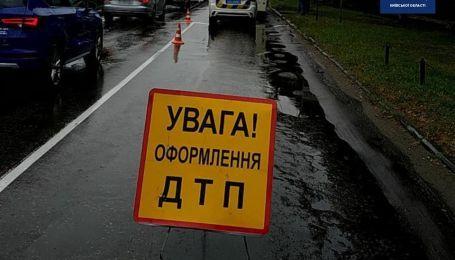 На трассе Киев-Чоп произошло ДТП между внедорожником и микроавтобусом, десять человек госпитализированы