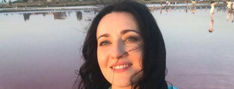 Звезды путешествуют: Соломия Витвицкая в купальнике измазалась целебной грязью