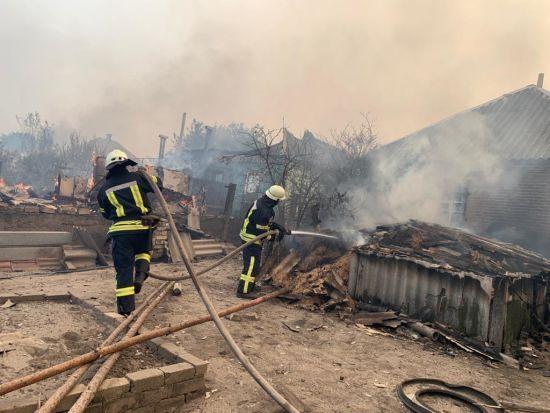Уряд надасть допомогу родинам 30 згорілих будинків під час пожежі в Луганській області