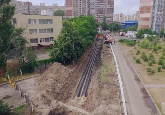 Мер Києва назвав основну причину гейзерів, що б'ють на вулицях та на мостах