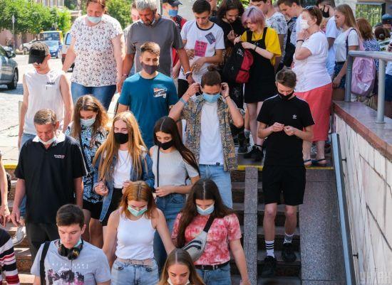 Коронавірус в Україні 8 липня: нові варіанти відновлення навчання у школах та смерть чоловіка, який приїхав із Москви