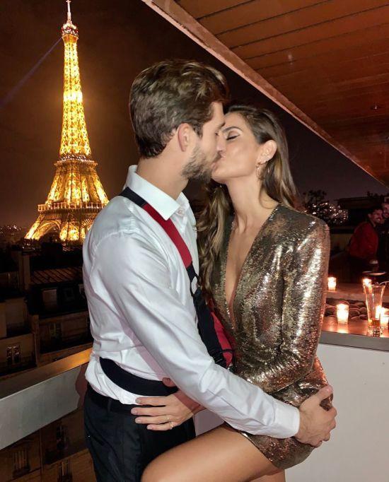 Стрибнула на нього і поцілувала: топмодель пристрасно привітала з днем народження воротаря збірної Німеччини