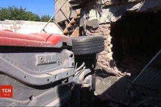 В Мексике легковушка слетел с трассы и упал во двор дома