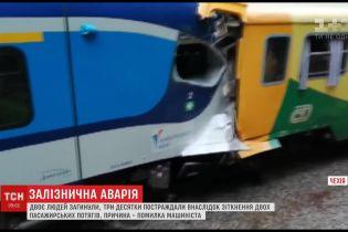 Из-за ошибки машиниста в Чехии столкнулись 2 пассажирских поезда