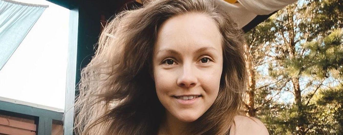 Втекла на відпочинок без сім'ї: Олена Шоптенко похизувалася фігурою в купальнику