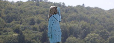 На батьківщині Меланії Трамп спалили її дивакувату дерев'яну статую