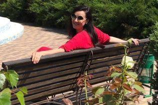 В красном платье и соломенной шляпе: Соломия Витвицкая отдыхает на Арабатской стрелке