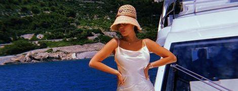 У леопардовому купальнику: зваблива дівчина Роналду ошелешила фанатів пишним бюстом