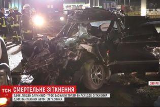 Жахлива аварія: у Дніпрі зіткнулись 2 вантажних авто і легковик