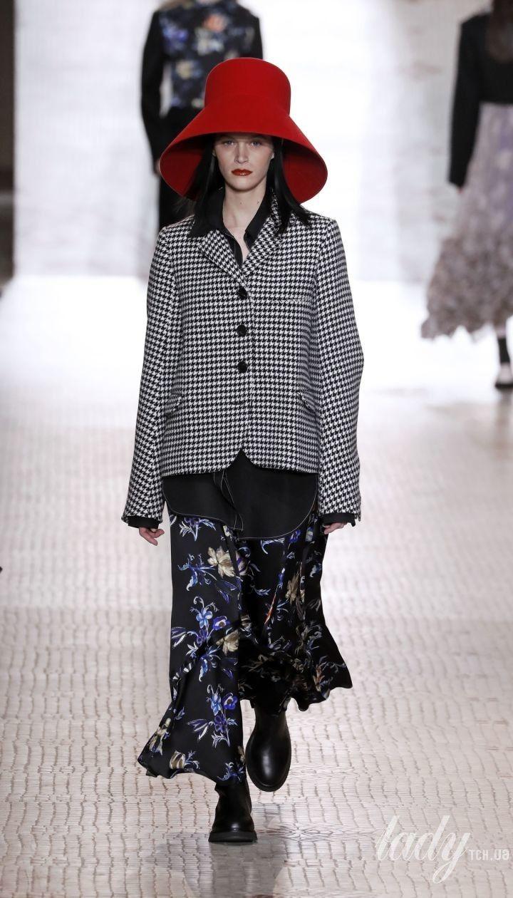Колекція Nina Ricci прет-а-порте сезону осінь-зима 2020-2021 @ East News