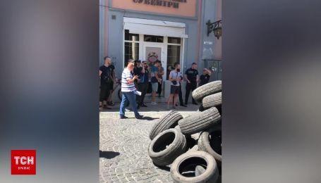 """""""Похорони дороги у Чернівцях"""": у місті відбулася масштабна акція протесту"""