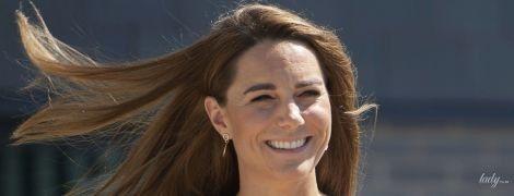 В платье-халате: герцогиня Кембриджская продемонстрировала новый красивый образ