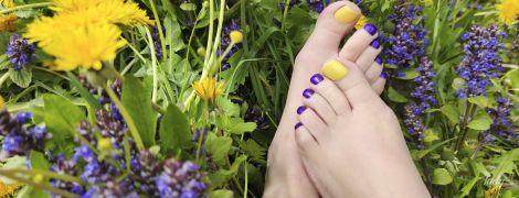 5 модних ідей педикюру: як фарбувати нігті цього літа