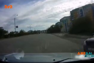 У Росії водій вилетів на дорогу, не помічаючи інших учасників дорожнього руху