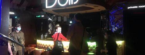 У Києві закрили відомий стриптиз-клуб через порушення карантинних правил