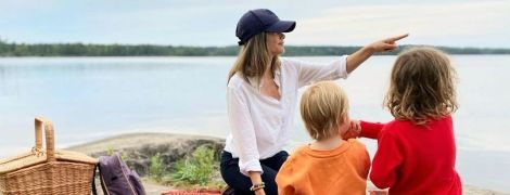 В заповедникеНюнес: принцесса София и принц Карл Филипп с сыновьями выбрались на пикник