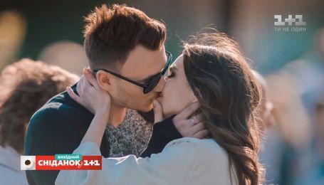 Перші поцілунки відомих та знаменитих – ТелеСніданок