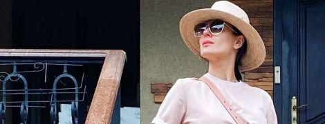 У джинсових міні і капелюсі: літній лук Маші Єфросиніної