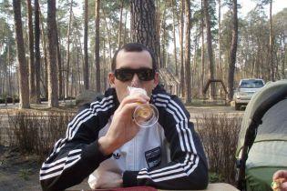 Пиво, собаки та дорогі авто: що відомо про водія, через якого загинула сім'я під Києвом