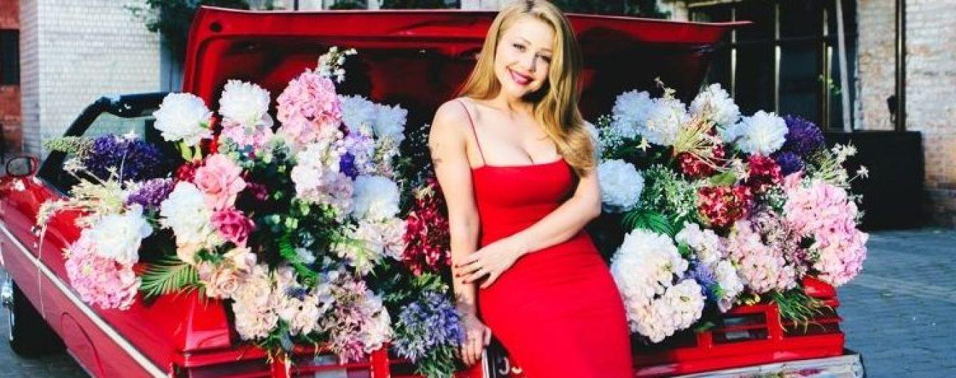В эффектном красном платье: Тина Кароль рассказала Кате Осадчей о поездке в Карпаты и новой мечте