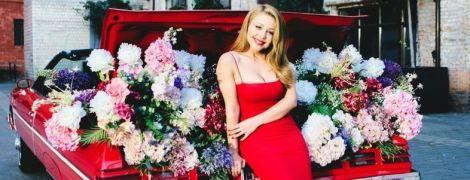 В ефектній червоній сукні: Тіна Кароль розповіла Каті Осадчій про подорож до Карпат і нову мрію