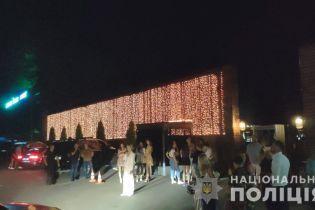 Грубо порушували карантин: під Києвом у Козині поліція припинила діяльність нічного клубу