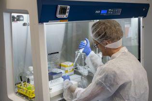 В Украине ожидают новый антирекорд коронавируса: в лаборатории поступили более 2000 подозрений