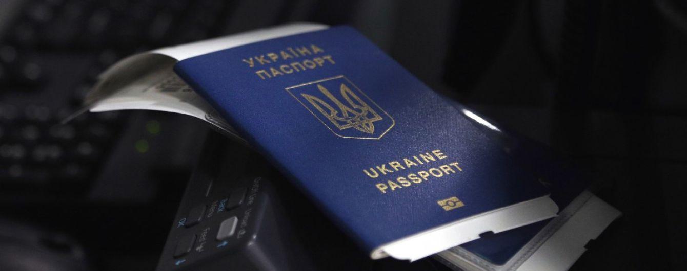 """""""Дуже далекі від цього"""": у МЗС пояснили, коли українці зможуть вільно їздити до ЄС"""