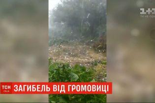 Непогода в Украине: огромный град и смерть рыбака от удара молнии