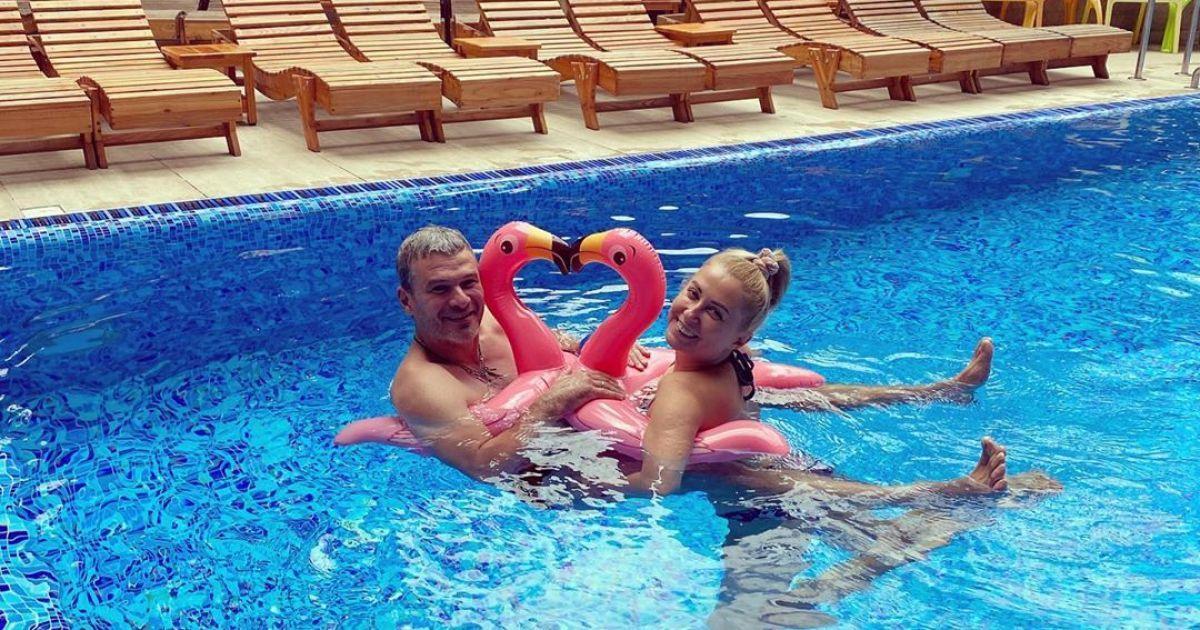 Матвиенко и Мирзоян в надувных фламинго показались в бассейне