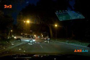 Похититель машины так испугался полицейских, что вылетел с дороги