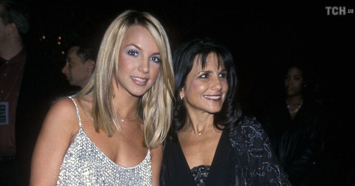 Мать Бритни Спирс подала в суд, чтобы иметь доступ к многомиллионному состоянию дочери