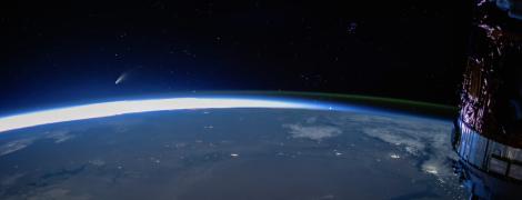 NASA показало приголомшливе відео із кометою Neowise, що летить над Землею
