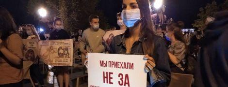 """""""Приїхали не за комендантською годиною"""": в Одесі обурені закриттям нічних клубів українці вийшли на протест"""