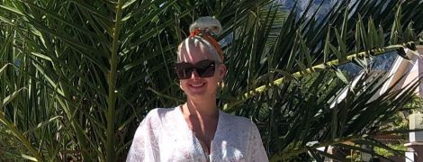"""""""Наконец-то на море"""": Бужинская в белой тунике показала лицо подросших двойняшек"""
