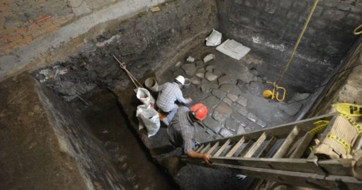 В Мехико наткнулись на остатки ацтекского дворца во время ремонтных работ