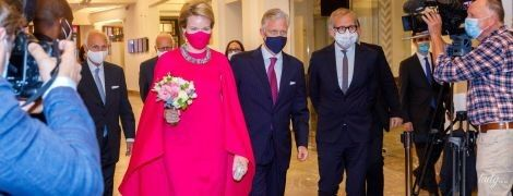 В рожевій сукні з кейпнакидкою і дорогоцінним кольє: розкішний вихід королеви Матильди